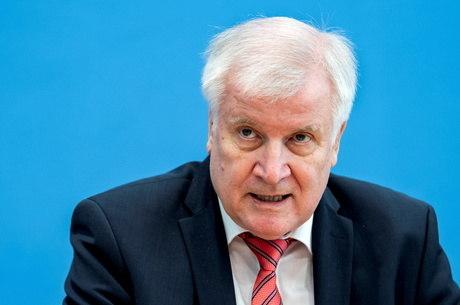 Ministro do Interior alemão proíbe grupo neonazista