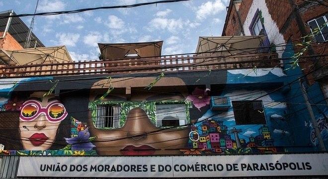 Horta fica em laje da União dos Moradores de Paraisópolis, na zona sul de SP