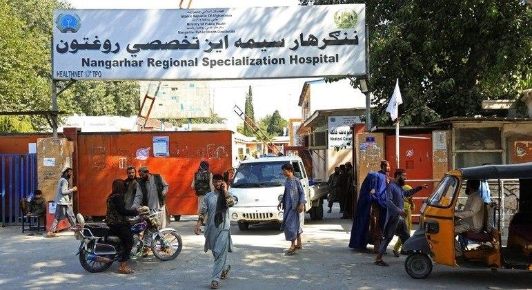 Hospitais afegãos estão com baixos estoques de remédios e de materiais médicos