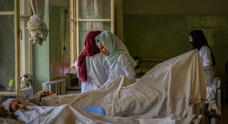 Hospitais do Afeganistão chegaram próximo de ficar sem material para atender pacientes
