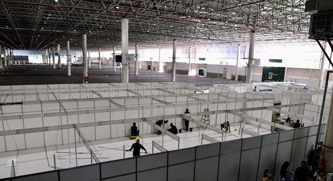 Obras do hospital de campanha que está sendo montado no Anhembi