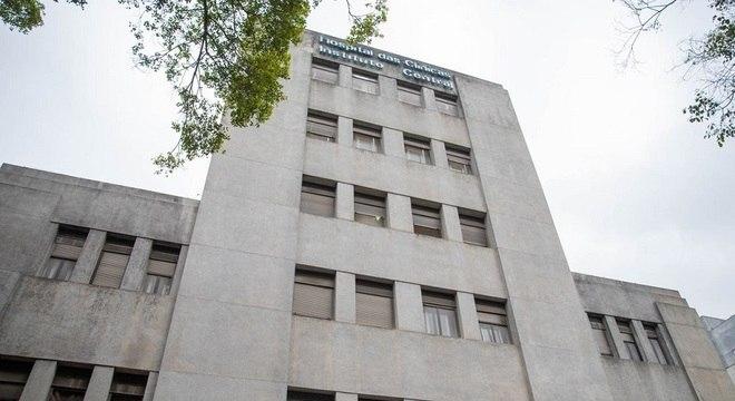 Hospital das Clínicas tem recebido pacientes com covid-19 de outros estados
