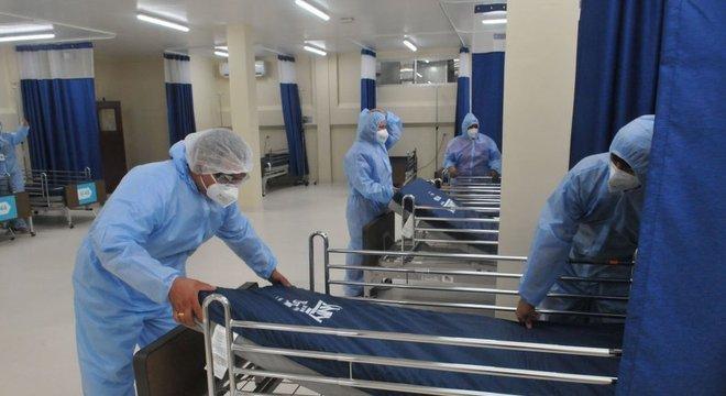 A história da pandemia pode ser contada através dos médicos que cuidaram da covid-19 e daqueles que morreram.
