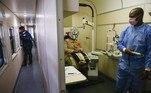 Um trem de 19 vagões, com diversos tipos de equipamentos, atravessa a África do Sul fornecendo saúde gratuita para os mais pobres