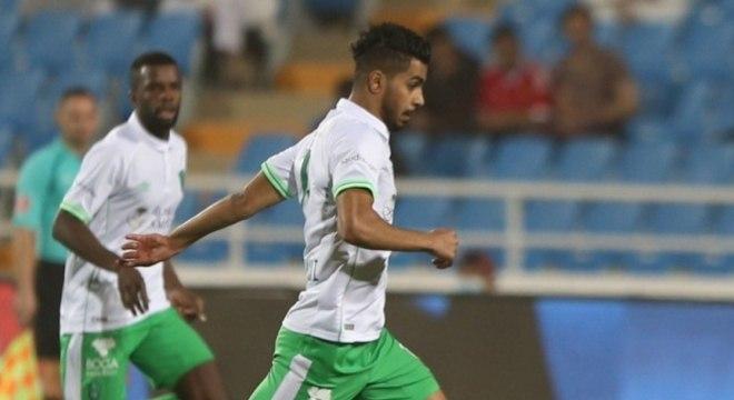 Housain Al-Mogahwi - Volante - Clube: Al-Ahli - Aos 30 anos, vive a melhor forma de sua carreira. Homem de meio-campo que pode jogar tanto como meia central quanto mais avança