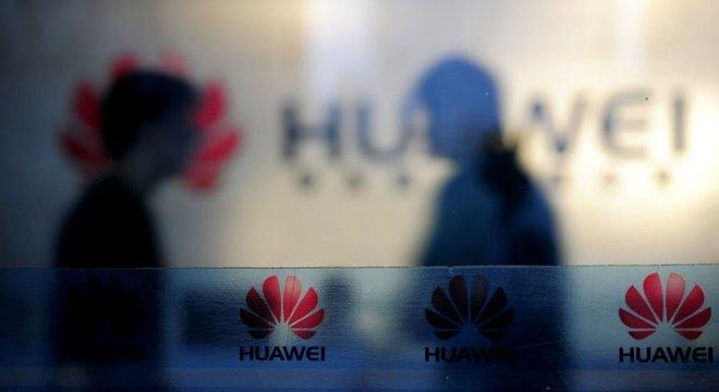 A gigante chinesa de tecnologia Huawei está no centro de uma polêmica