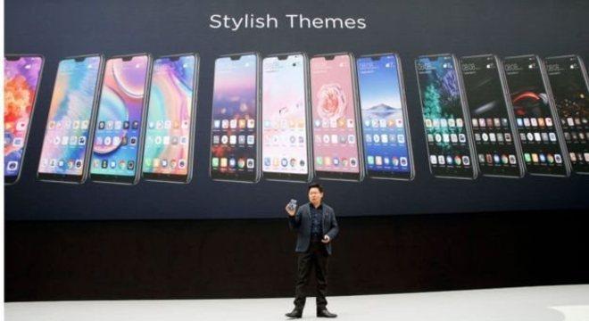 A empresa foi de aspirar a ser como a Apple para vender mais smartphones do que ela