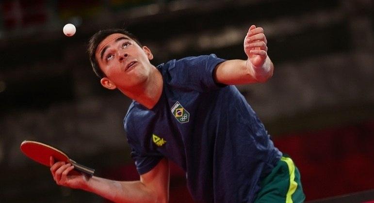 Hugo Calderano venceu seus dois confrontos no duelo por equipes contra a Sérvia