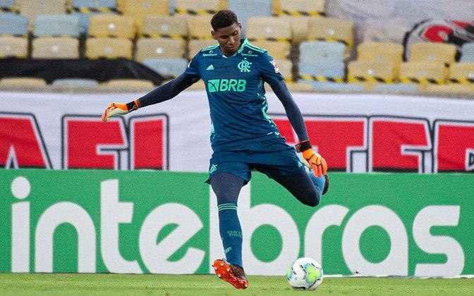 Hugo, goleiro do Flamengo e destaque do time, também passou pelas mãos do profissional.