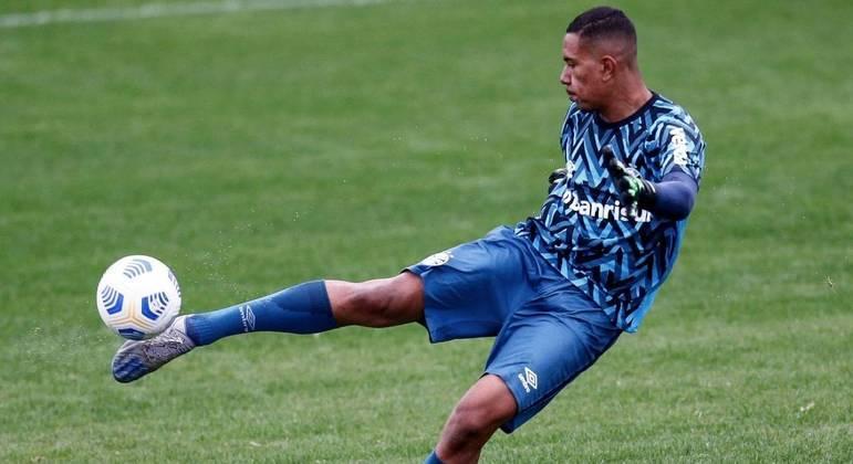 Hugo Nogueira é goleiro do Grêmio e estudante de direito