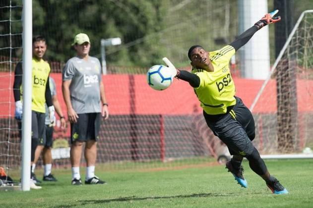 HUGO SOUZA - CONTRATO ATÉ: 30/09/2023 / Posição: goleiro / Nascimento: 31/01/1999 (21 anos) / Jogos pelo Flamengo: 0 / Títulos pelo Flamengo: Carioca, Supercopa do Brasil e Recopa Sul-Americana.