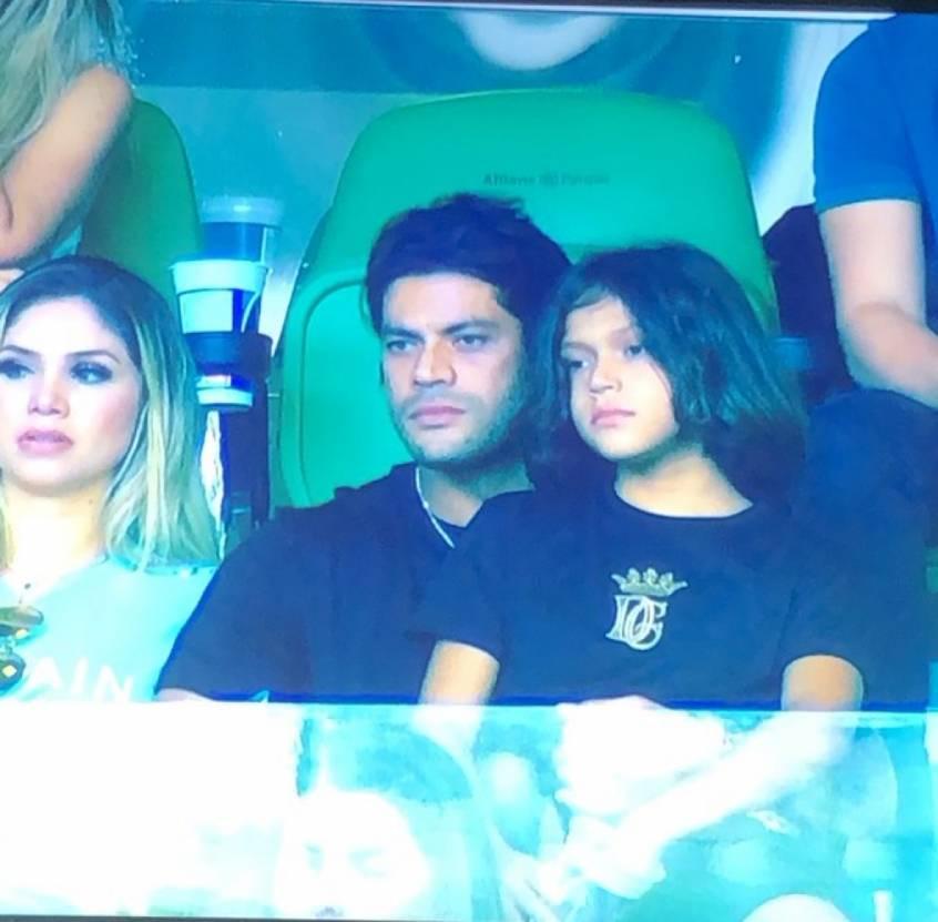 Hulk assistindo a jogo do Palmeiras. No camarote. Negociação para 2021 caminhava