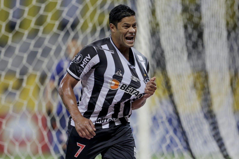 Hulk marcou, de pênalti, e decidiu a classificação para o Atlético Mineiro