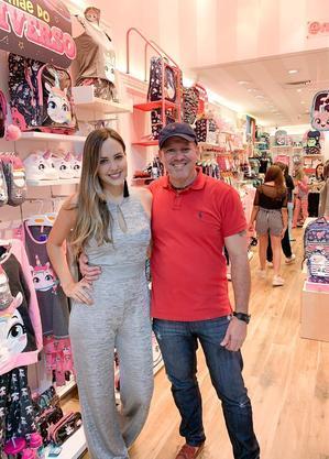 Humberto  e Nathalia Pessoa, pai e filha, são donos de lojas Puket