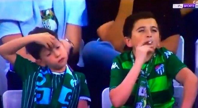 'Menino fumante' tirou onda com a transmissão oficial de jogo na Turquia