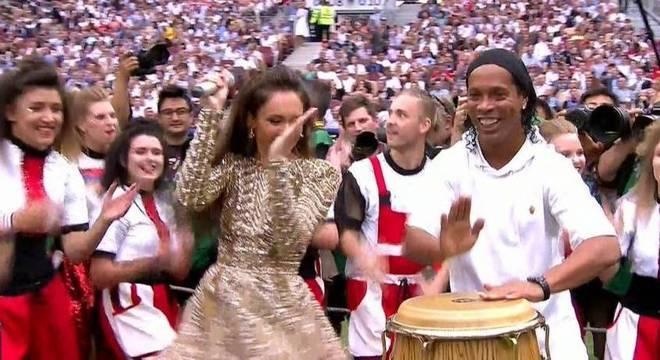 Ronaldinho Gaúcho virou meme em sua aparição no encerramento da Copa