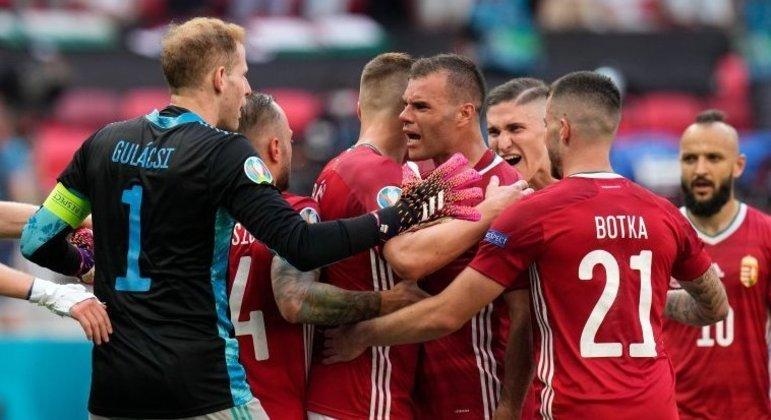 A celebração da Hungria pelo 1 X 1 diante da França