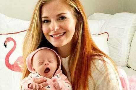 Jessica Egan com a filha, a pequena Gwendolyn