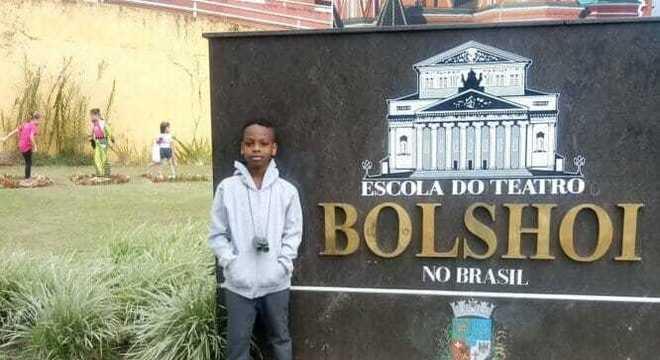 Jonathan de Araújo na Escola do Teatro Bolshoi no Brasil