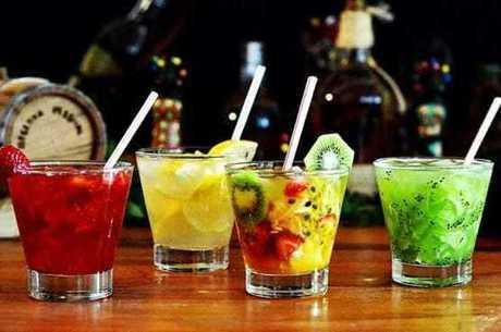 Drinks de frutas podem substituir a cerveja no Carnaval