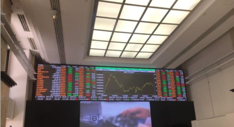 Painel eletrônico da bolsa paulista mostra cotações do mercado financeiro