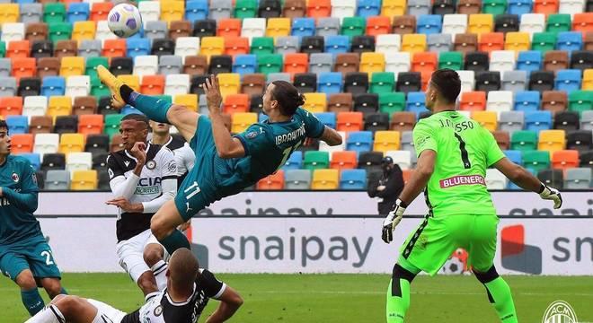 A acrobacia do Ibra, e o gol da vitória do Milan, bem nos acréscimos