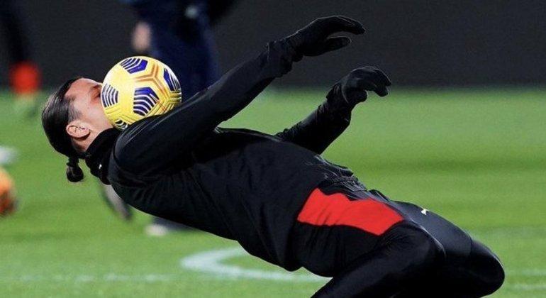 Ibrahimovic, malabarismo durante o aquecimento