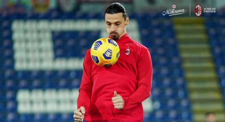Ibrahimovic, no aquecimento, em Cagliari