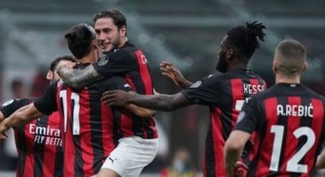 Milan 2 X 0 Bologna, celebração no San Siro