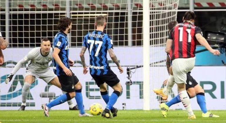 O momento do arremate de Ibrahimovic, Milan 1 X 0 Inter