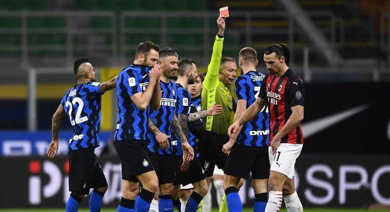 Em Inter 2 X 1 Milan, a expulsão de Ibrahimovic