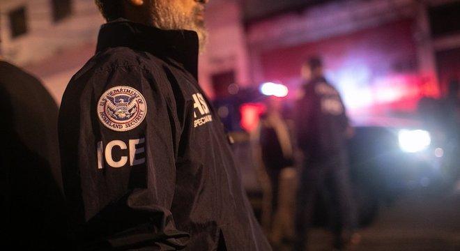 Os agentes do Serviço de Imigração e Controle Alfandegário dos EUA (ICE, na sigla em inglês) poderão expulsar os imigrantes sem passar pelos tribunais