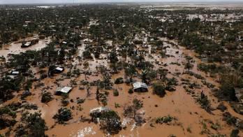 __Após ciclone, cerca de 2.600 km² estão inundados em Moçambique__ (Siphiwe Sibeko/Reuters - 21.3.2019)