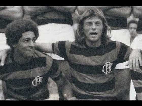 Identificado com o clube, o atacante argentino chegou a ser o principal ídolo da torcida na primeira metade da década de 70. Ele disputou 263 jogos na equipe rubro-negra entre 1969 e 1975.