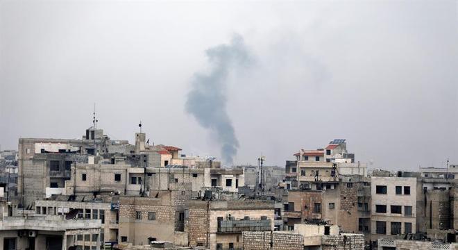 Idlib voltou a ser atingida por ataques aéreos e artilharia do Exército da Síria