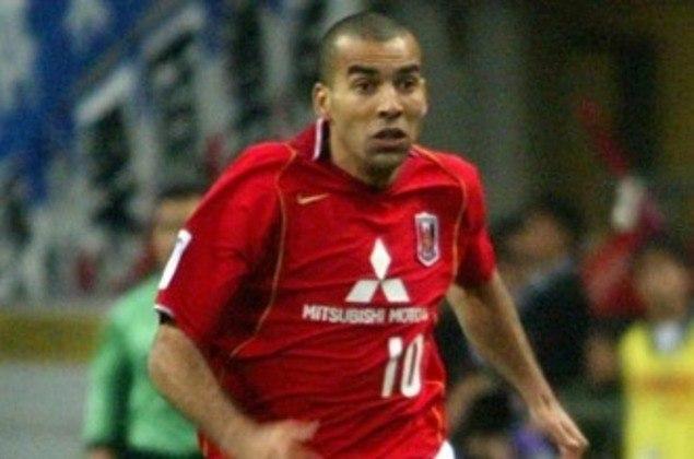 Ídolo do Corinthians, Emerson Sheik atuou no Consadole Sapporo, Kawasaki Frontale e Urawa Reds. Venceu a segunda divisão em 2000, a Copa do Japão em 2004 e a Copa do Imperador em 2005.