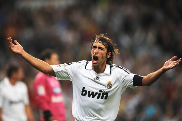 Ídolo do Real Madrid, Raúl chegou aos 14 gols na Liga dos Campeões com 32 jogos disputados.