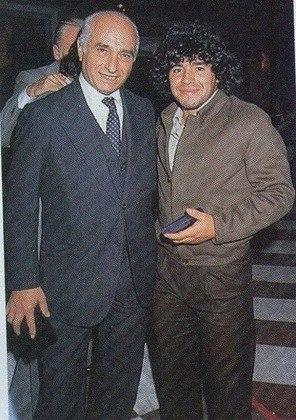Ídolos da Argentina lado a lado: Fangio e Maradona