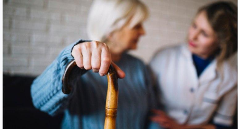 Gastos com enfermeiros ou cuidadores de idosos particulares não são dedutíveis