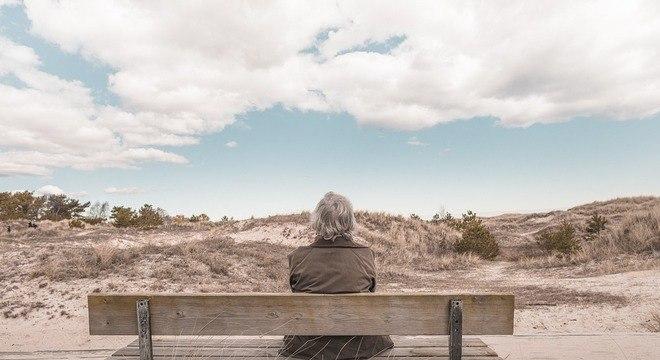 Um em cada quatro idosos se sentem isolados, de acordo com a pesquisa