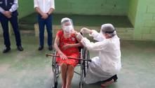 Governo de Minas amplia vacinação a idosos com mais de 80 anos