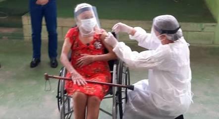 Vacinação de idosos leva a queda de internação
