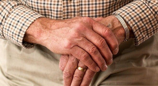 Expectativa de vida do homem brasileiro passou de 72,2 anos para 72,5 anos