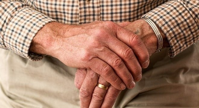 Pessoas do grupo de risco, como idosos, podem ter menos condições de combater doença