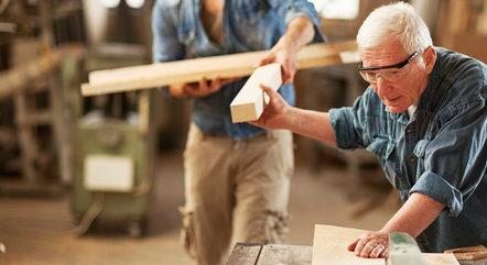 A cada ano aumenta o número de idosos no mercado de trabalho. Classificar a velhice como doença é um retrocesso