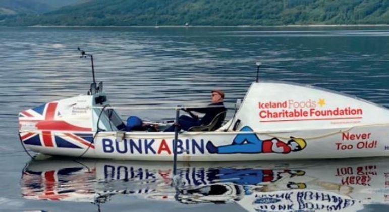De barco e sozinho, homem atravessou quase 5 mil quilômetros no oceano