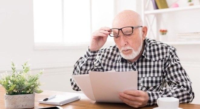 Idosos e deficientes têm prioridade no pagamento do primeiro lote