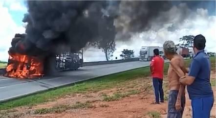 Idoso ficou desesperado ao ver caminhão destruído