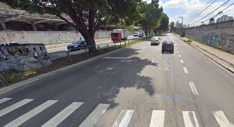 Homem passa mal na avenida Jaguaré e é atropelado por ônibus