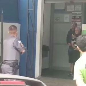 Homem faz idoso refém em lotérica de SP